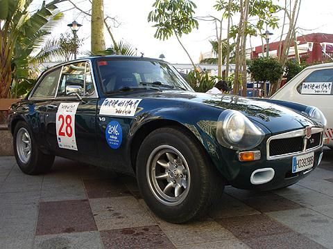 MG con motor V8